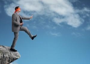 見直しを図らないまま仕事をするのは大変リスクが高い