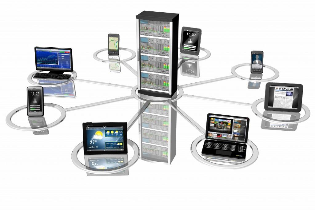 Connessione_Smartphone Tablet Pc_001Rappresentazione simbolica di sistemi informatici, Pc, computer, tablet, smartphone collegati fra loro e ad un server centrale.